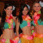 tancerki w hawajskich strojach