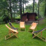 leżaki na polanie piknikowej
